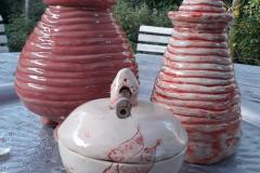 Groepje urnen roodtinten
